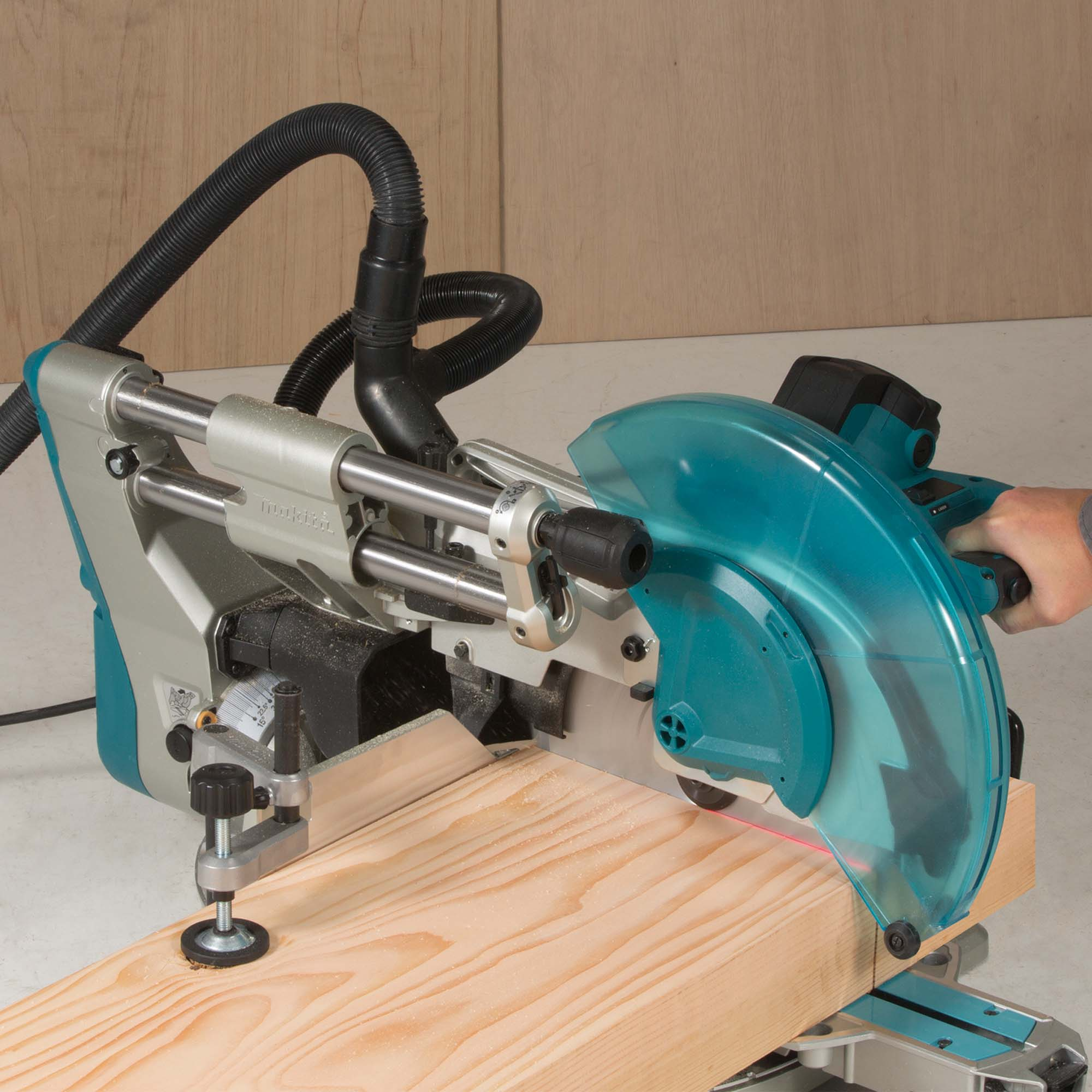 NEW 305MM SLIDE COMPOUND MITRE SAW JOINS THE MAKITA RANGE OF SAWS