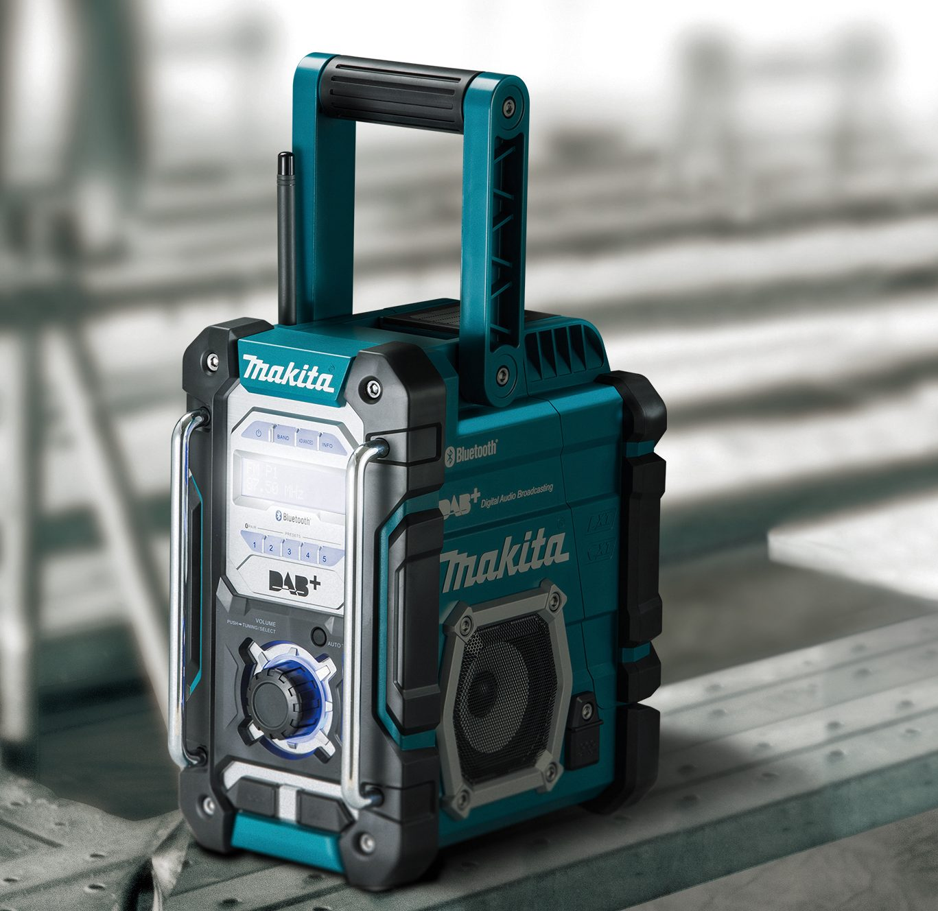 MAKITA'S FIRST 'FUTUREPROOF' JOB SITE RADIO WITH BLUETOOTH & DAB+