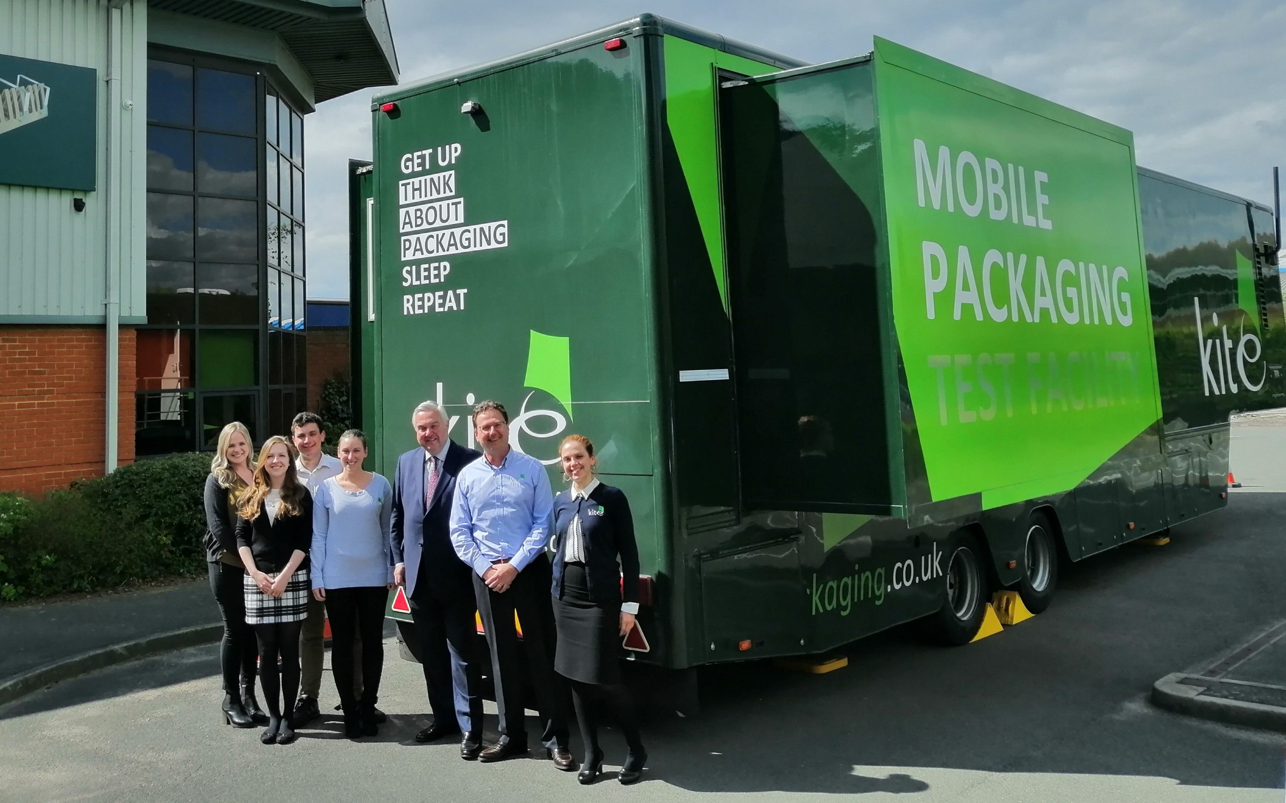 Letchworth's Kite Packaging welcomes Sir Oliver Heald MP as it continues with 120 tonne plastic reduction challenge