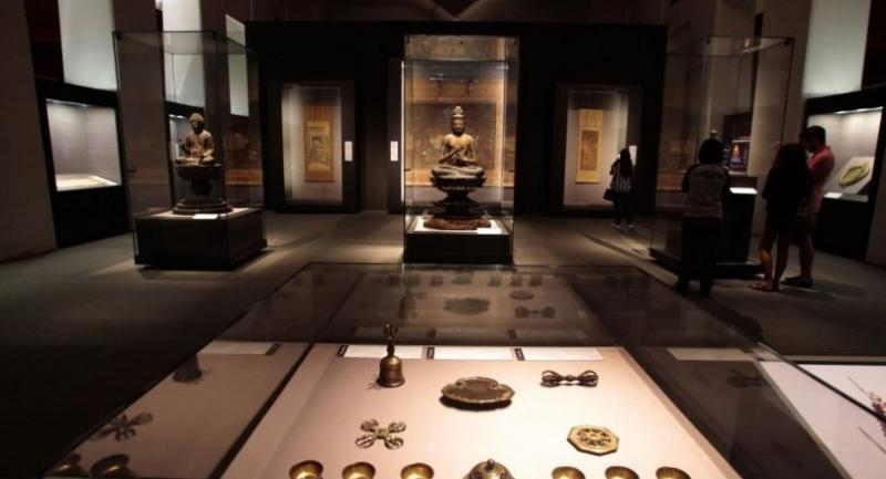 Preserving history for the future: temperature control and artefacts