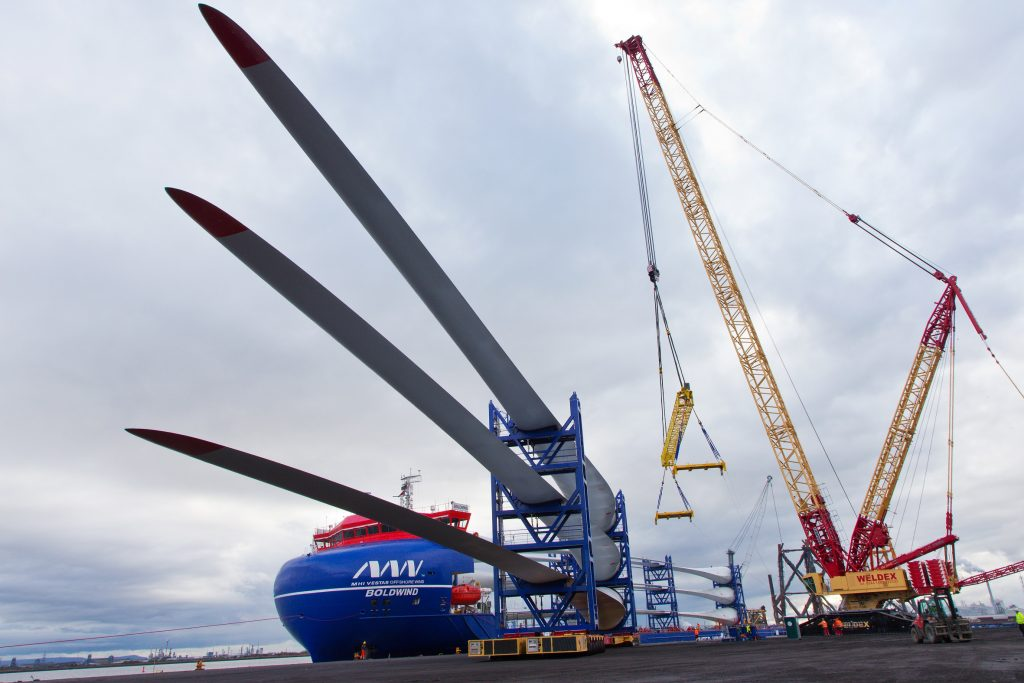 TRITON KNOLL MARKS PROJECT FIRSTS AS BLADES ARRIVE AT ABLE SEATON PORT