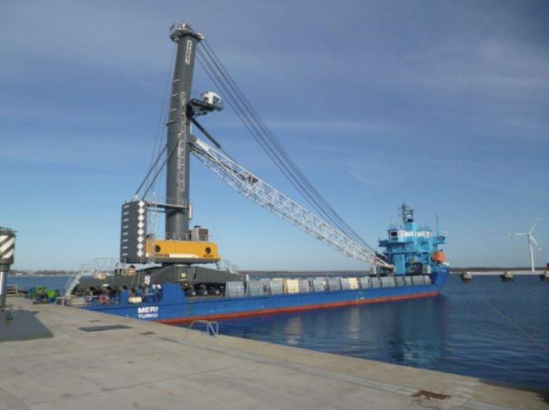 UK's largest harbour crane arrives at Able Seaton Port