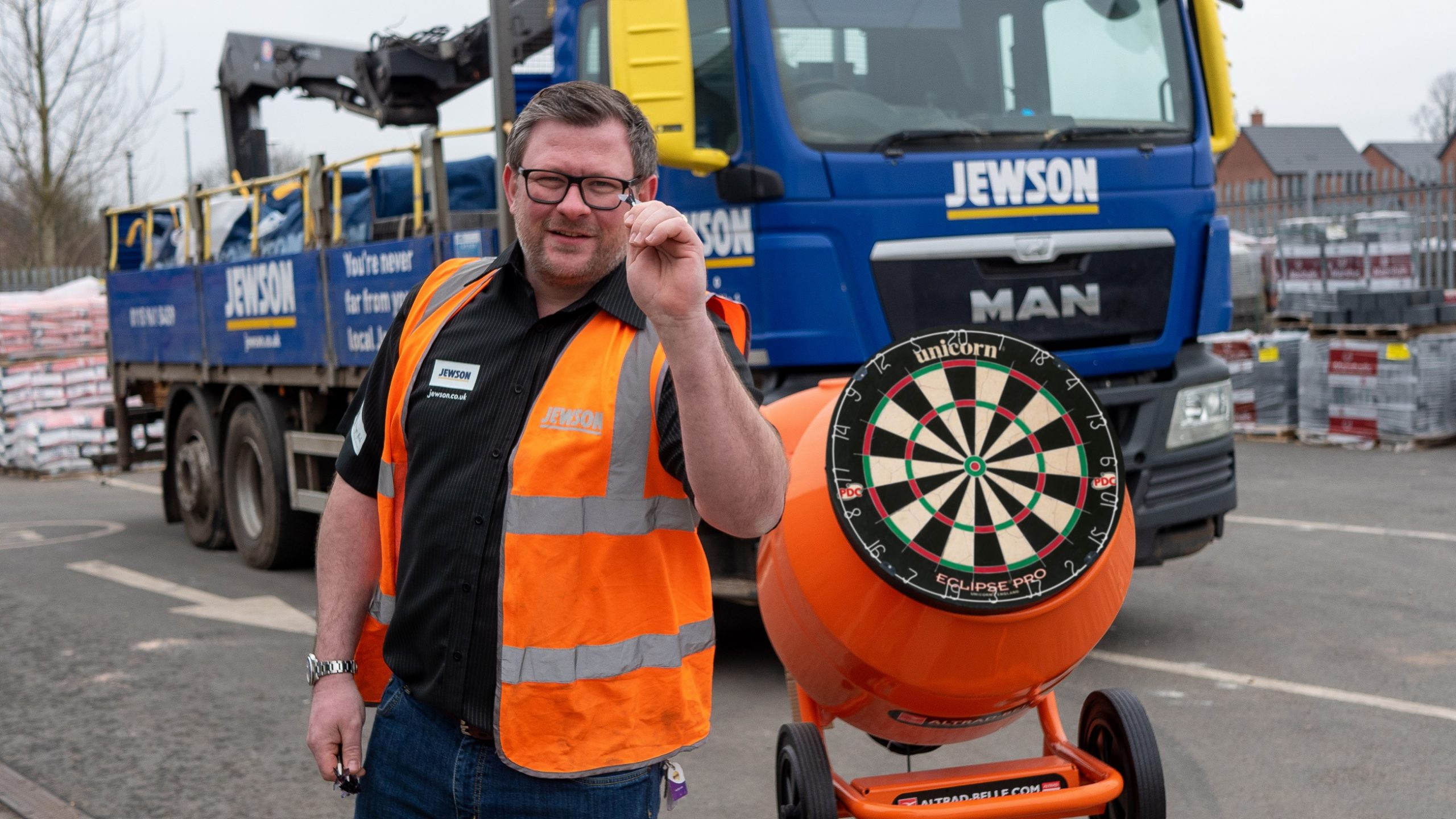 THE MACHINE LOOKS TO BUILD WITH JEWSON