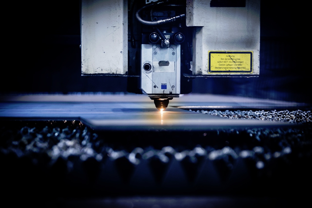 CO2 vs Fiber Lasers: Which is Right For You?