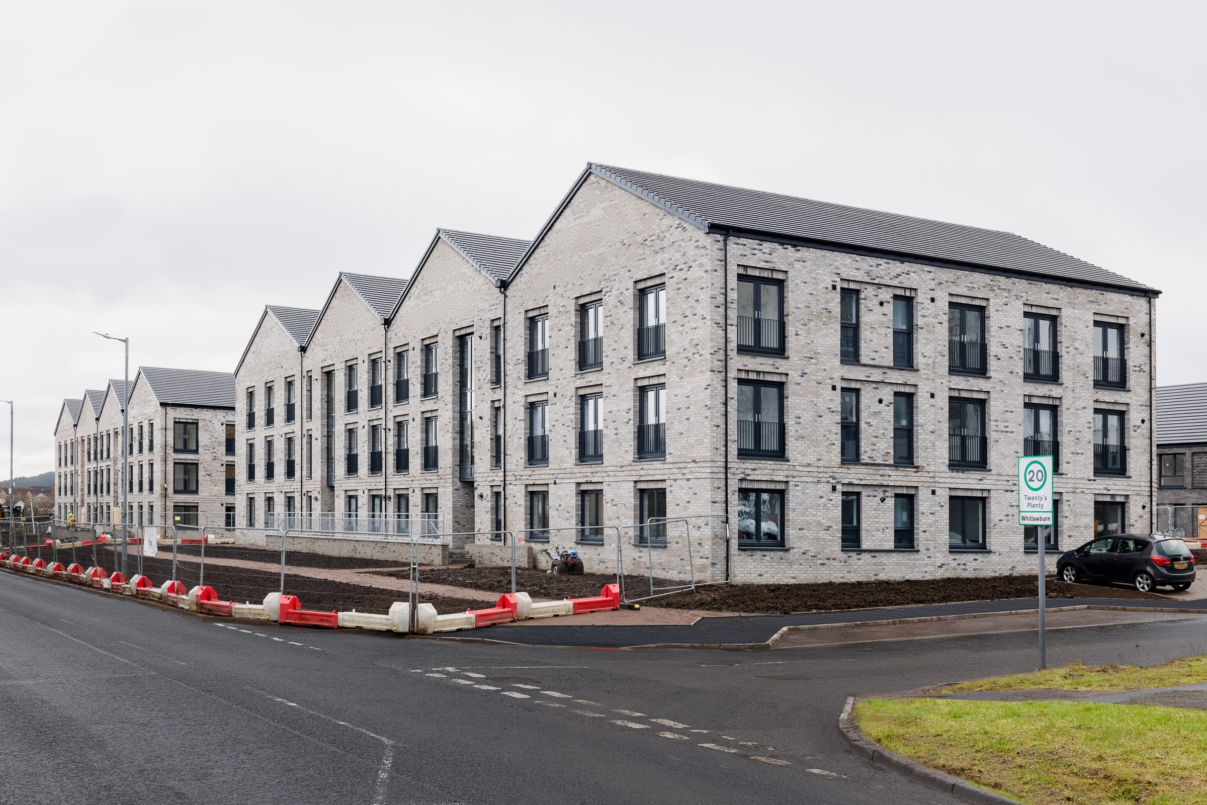 Milestone is reached as hub South West oversees handover  of 200 new homes in South Lanarkshire and North Ayrshire