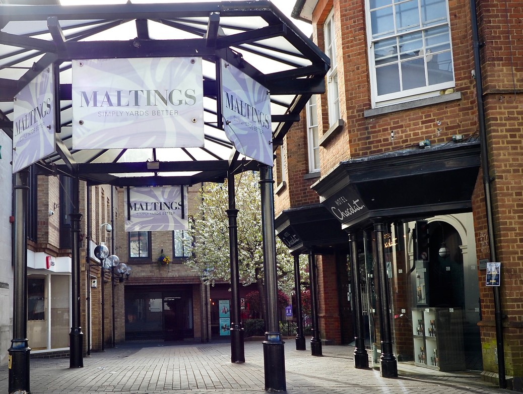 UNBRANDED FINANCE COMPLETES £36 MILLION SHOPPING CENTRE LOAN