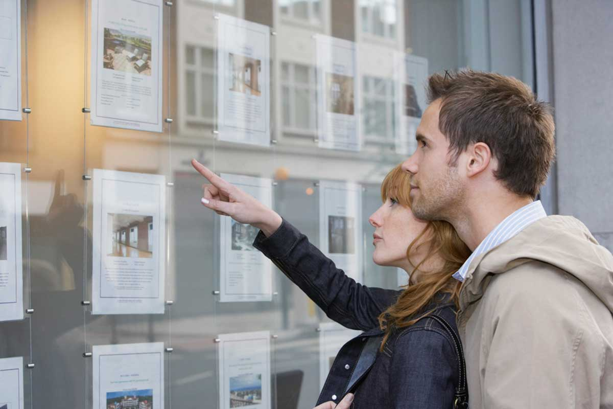 70% of homesellers decide immediately whether or not to sell to a buyer
