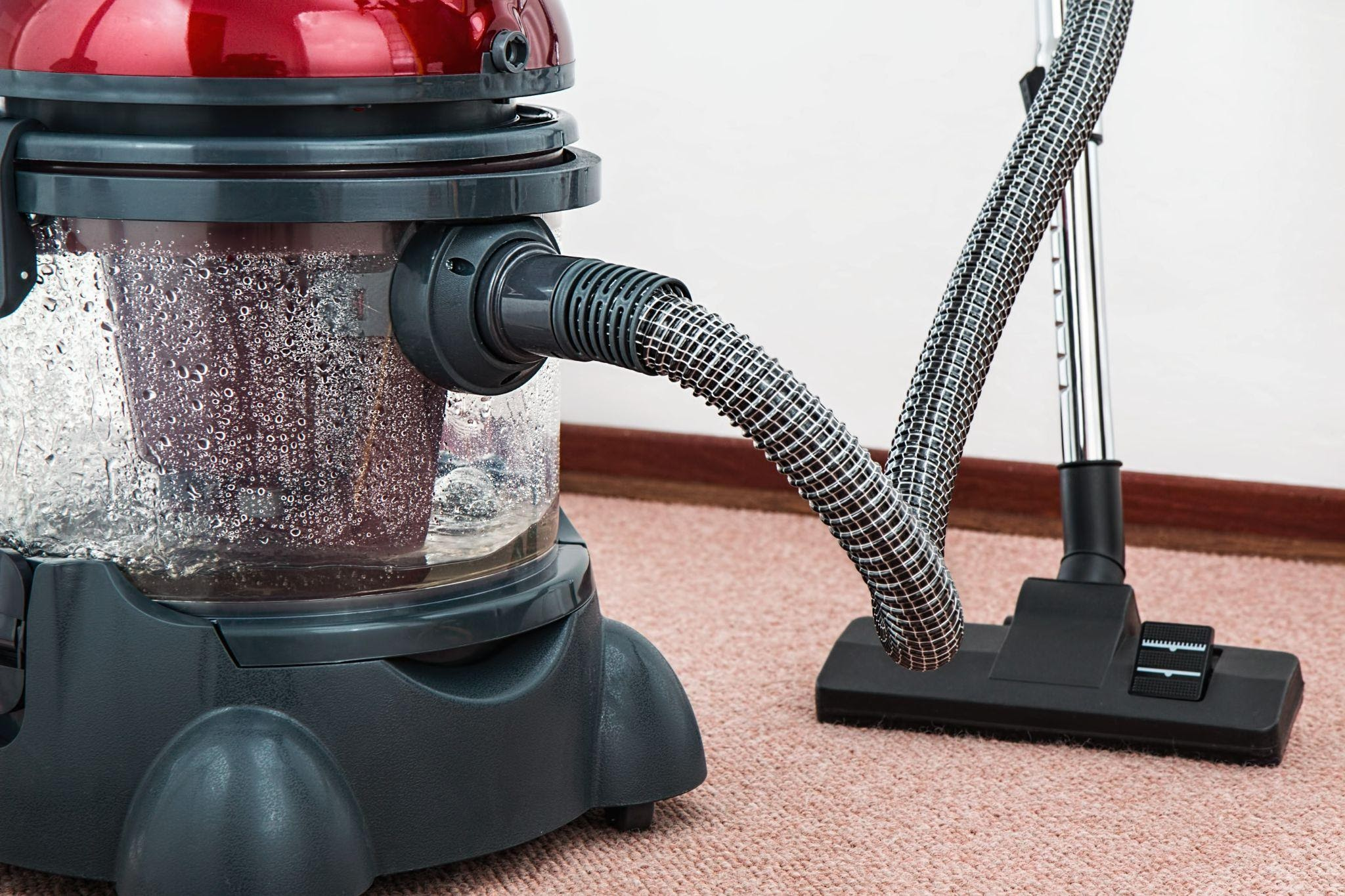 Why You Should Call An Expert To Replace Your Carpet