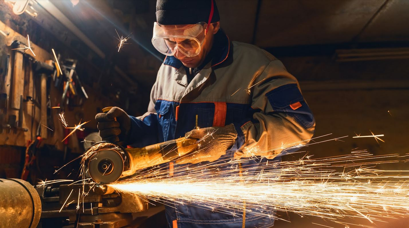8 Safety Precautions To Follow When Working With Power Tools