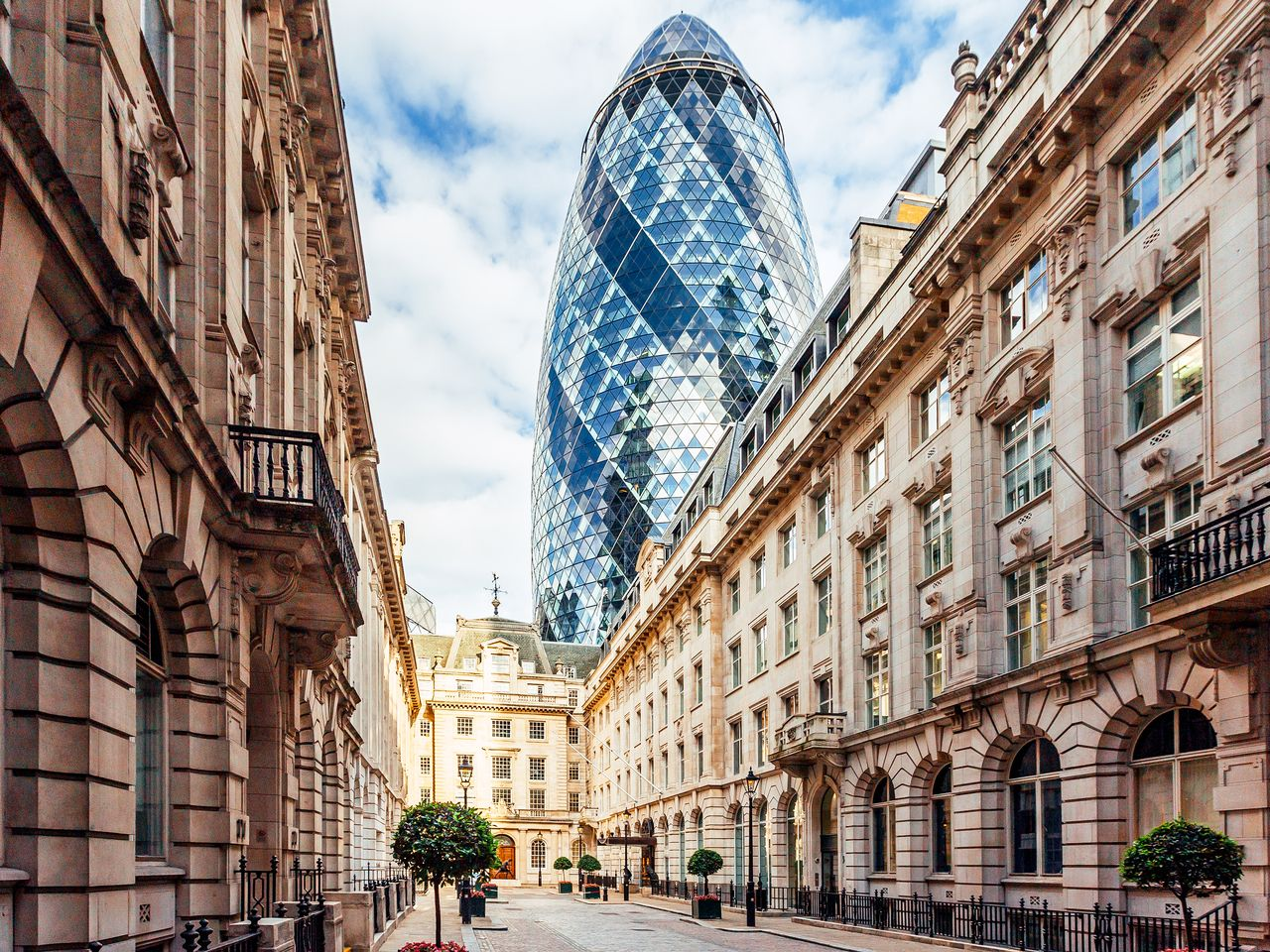 London sits third for global super-prime property availability
