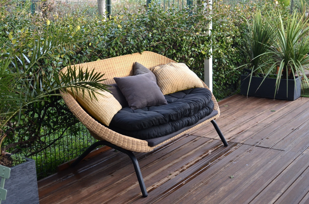 The difference between wicker and rattan – How wicker furniture is made